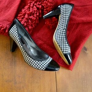 Black & White Houndstooth pumps by Nine West